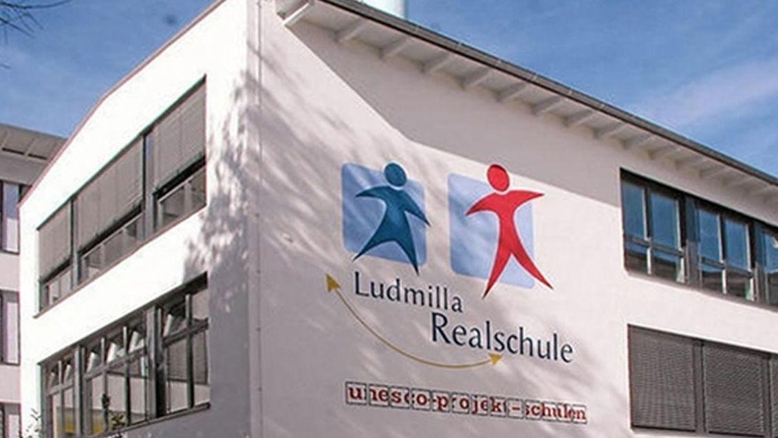 Die Ludmilla-Realschule in Bogen von außen