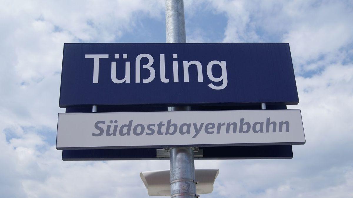 Stationsschild Bahnhof Tüßling