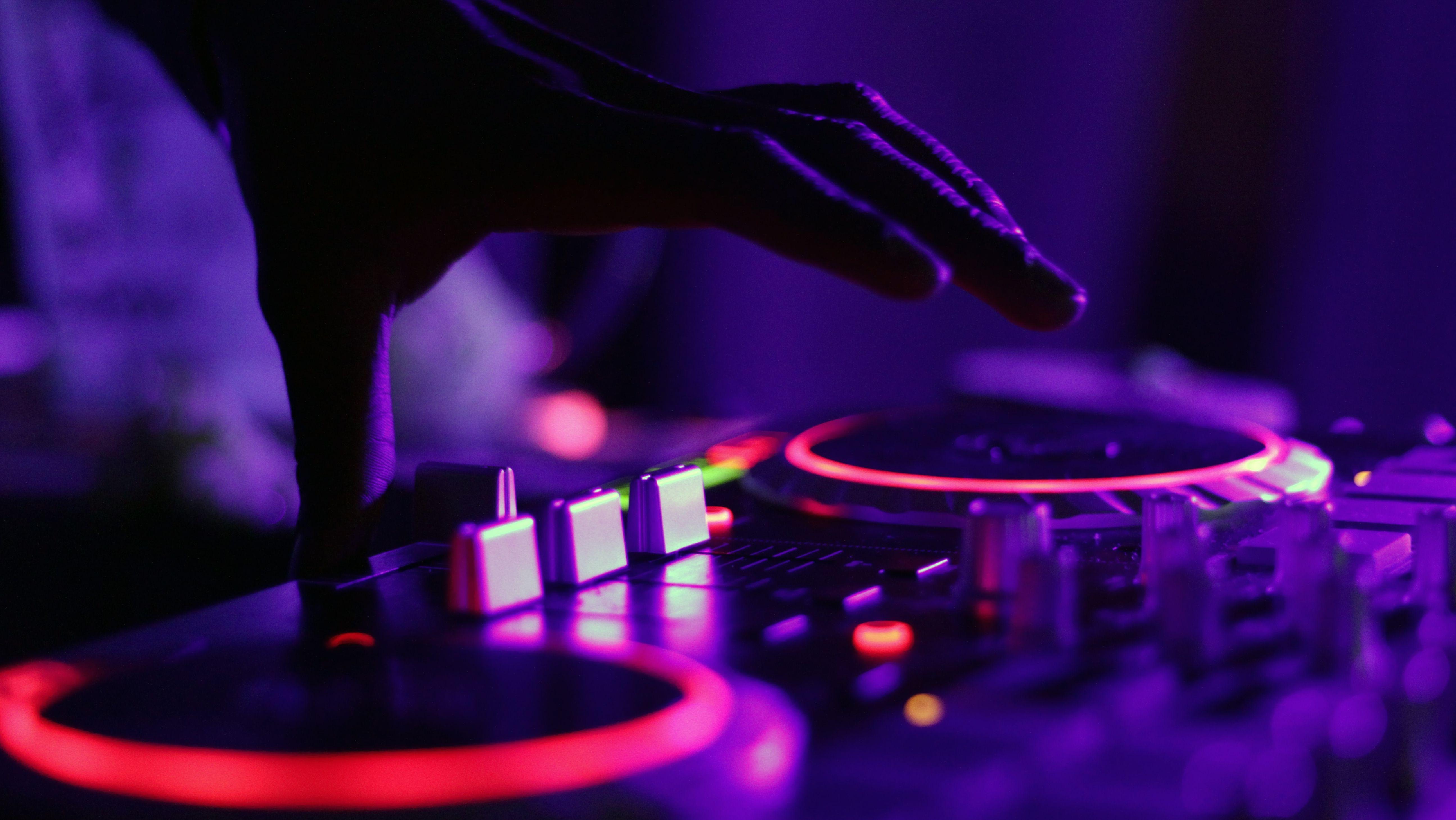 DJ-Sets gibt es immer noch zu hören - nur eben digital