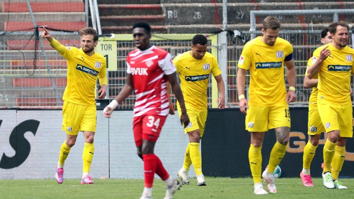 Jubel beim VfL Osnabrück, Enttäuschung bei den Würzburger Kickers