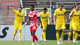 Jubel beim VfL Osnabrück, Enttäuschung bei den Würzburger Kickers   Bild:imago images / foto2press