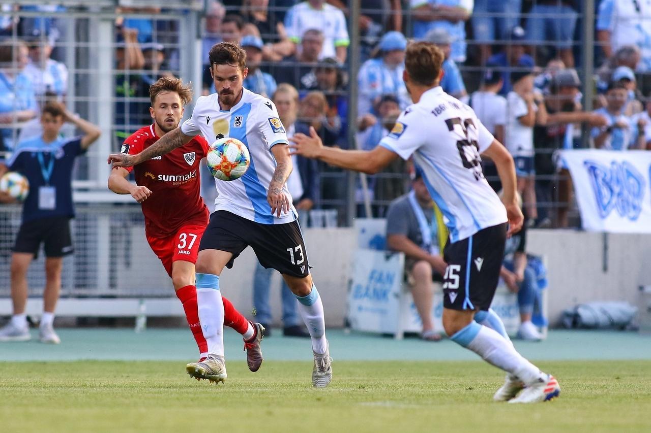 Spielszene aus einer Drittliga-Partie zwischen Münster und dem TSV 1860 München