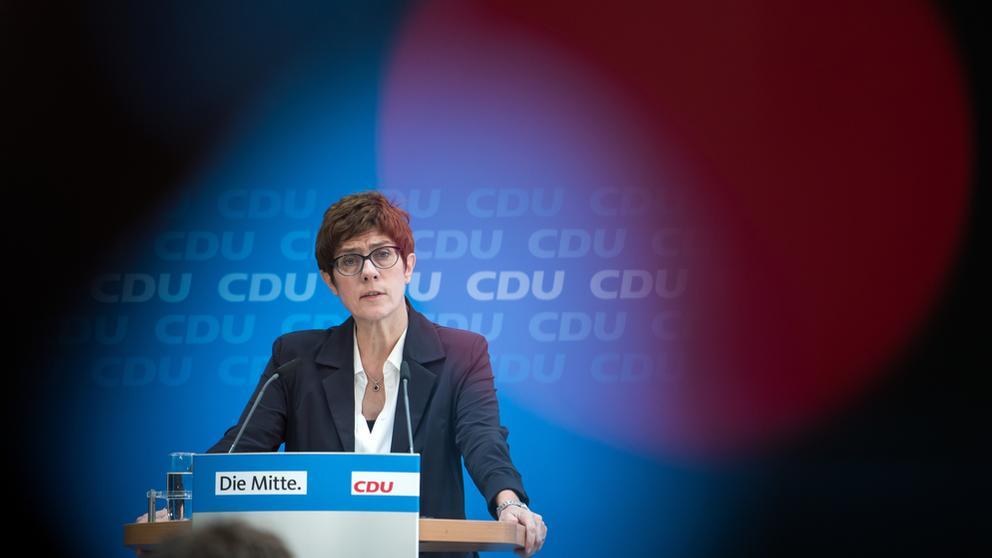 CDU-Generalsekretärin Kramp-Karrenbauer | Bild:picture alliance/Bernd von Jutrczenka/dpa