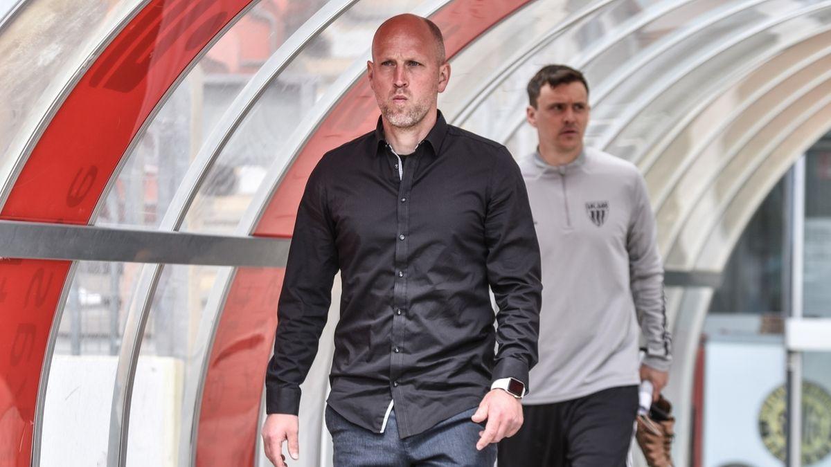 SpVgg-Trainer Timo Rost (links) will sich mit Bayreuth für den DFB-Pokal qualifizieren.