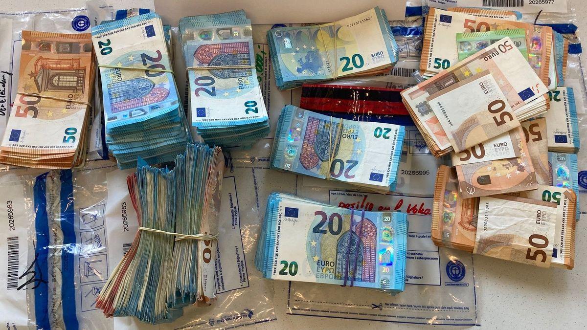 In einem Auto hat die Grenzpolizei Burghausen mehrere Geldpakete mit insgesamt 41.000 Euro gefunden.