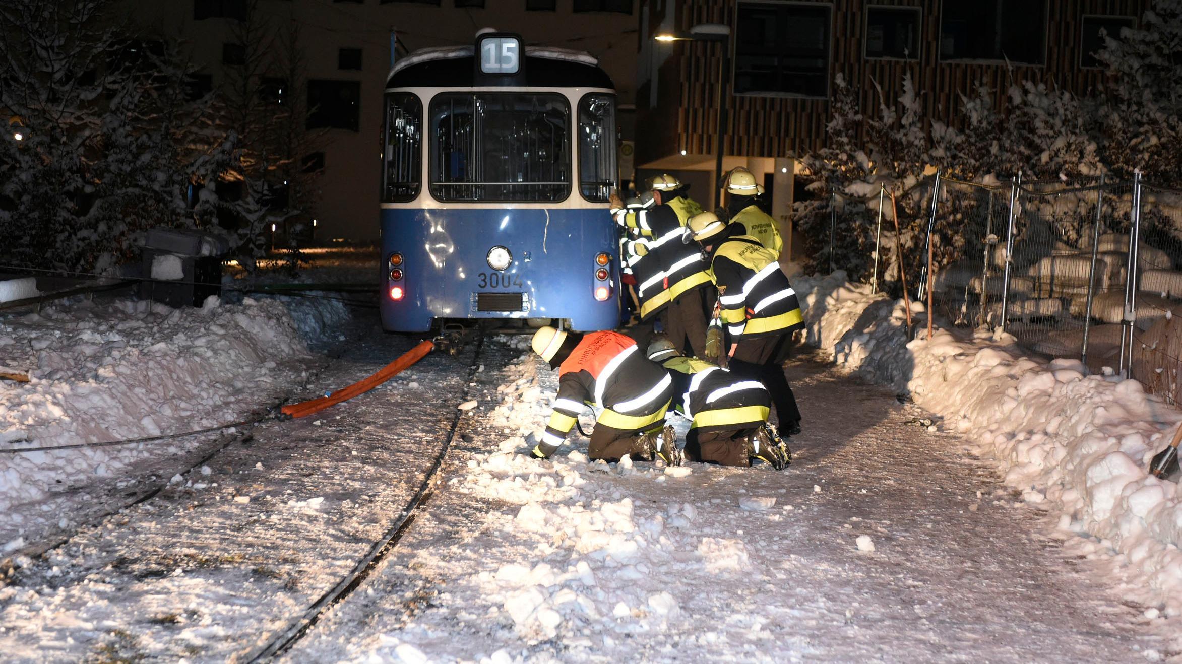 Entgleiste Straßenbahn in München-Neuhausen.