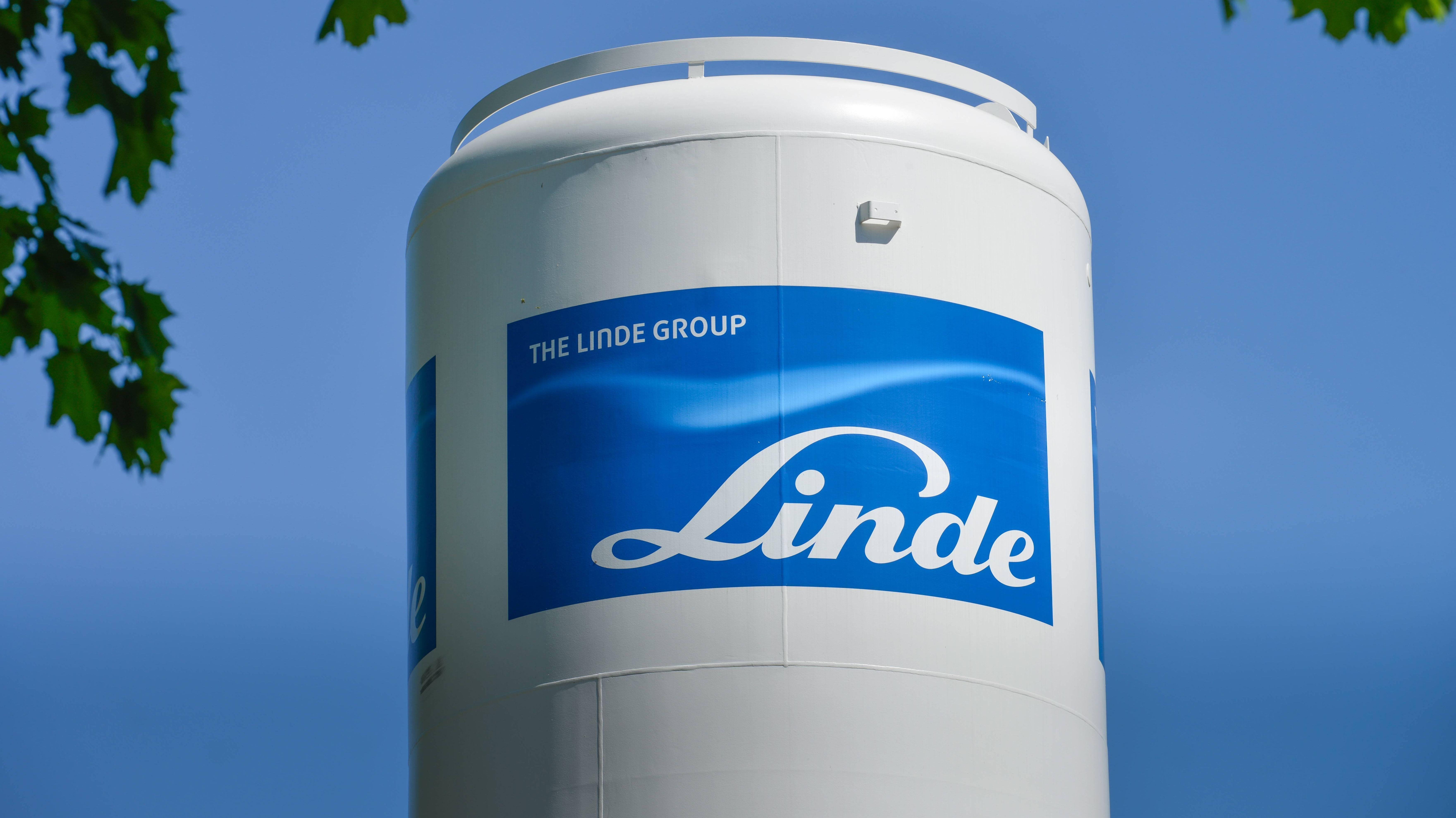 Eine Anlage der Firma Linde mit dem Logo des Konzerns.