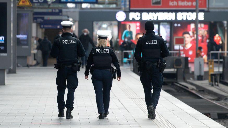 Polizisten am Münchner Hauptbahnhof (Symbolbild)