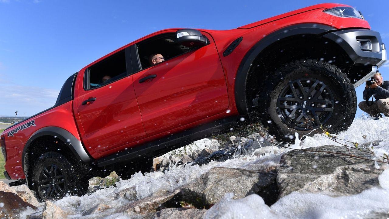 Fahrsicherheitstest mit einem SUV Fahrzeug