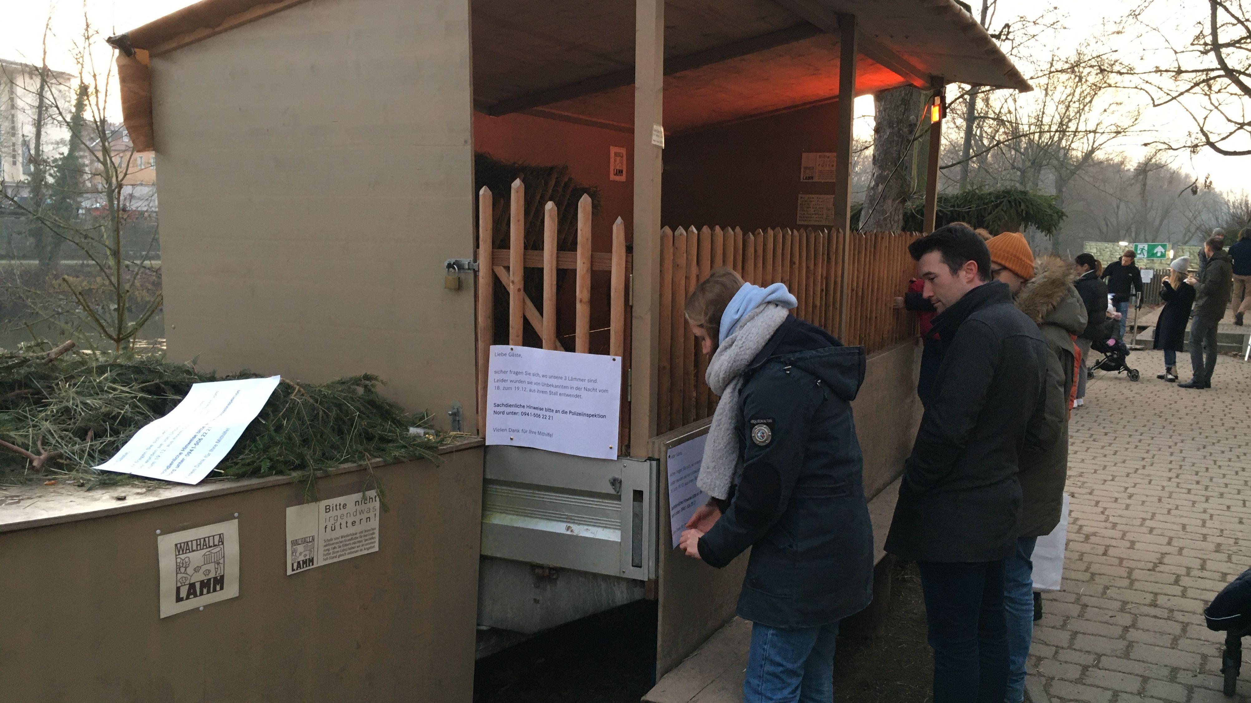 Aus diesem Stall auf dem Regensburger Adventsmarkt wurden die drei Lämmchen gestohlen.