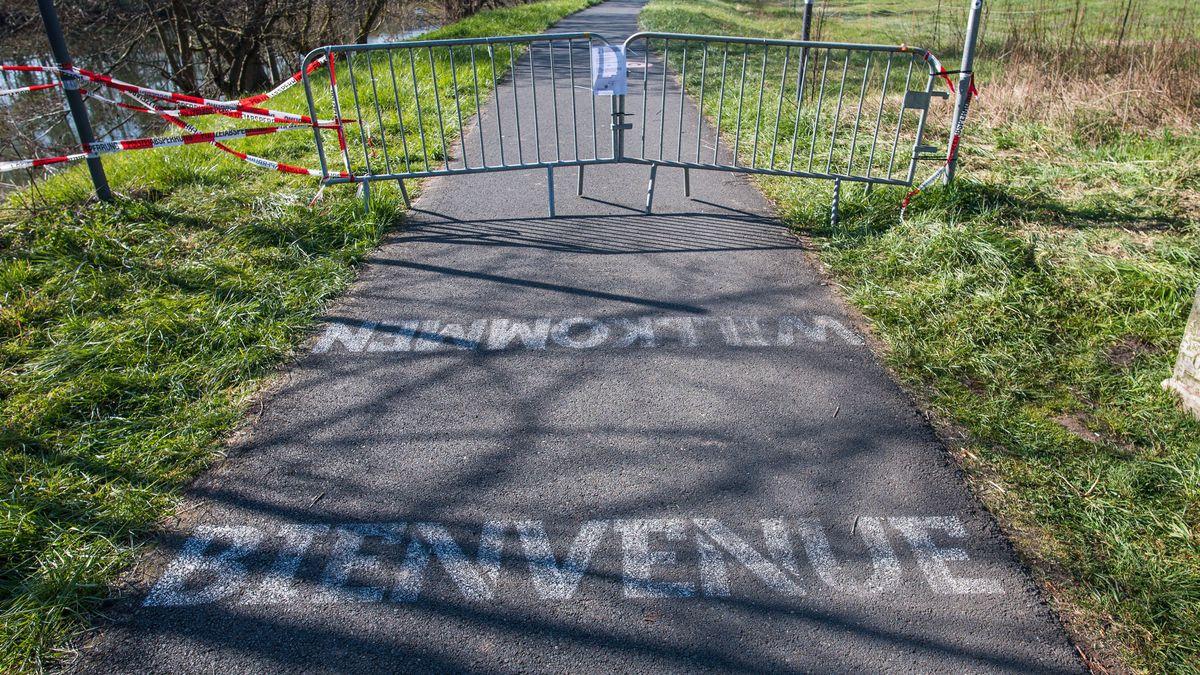 Gesperrter Weg an der deutsch-französischen Grenze