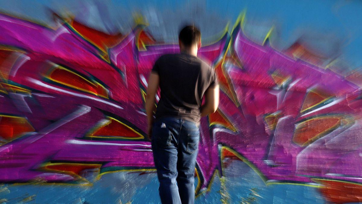 Graffiti-Künstler bei der Arbeit (Symbolbild).