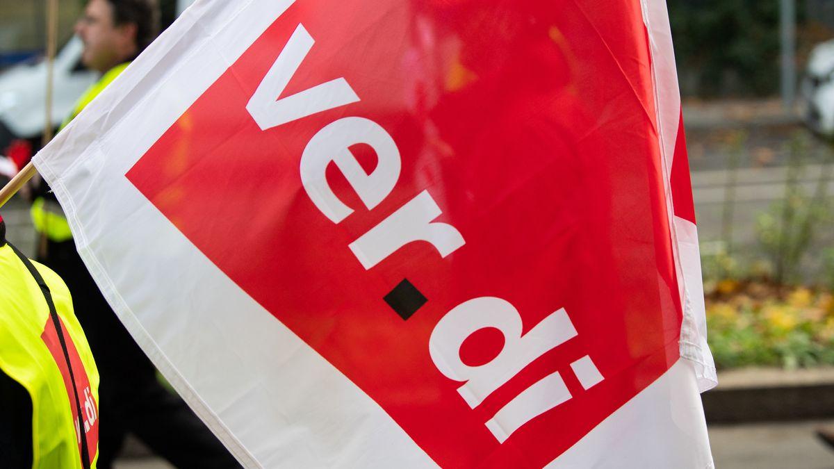 Mit 50 Mitarbeitern des Bodenpersonals protestierte die Gewerkschaft Ver.di am Münchner Flughafen.