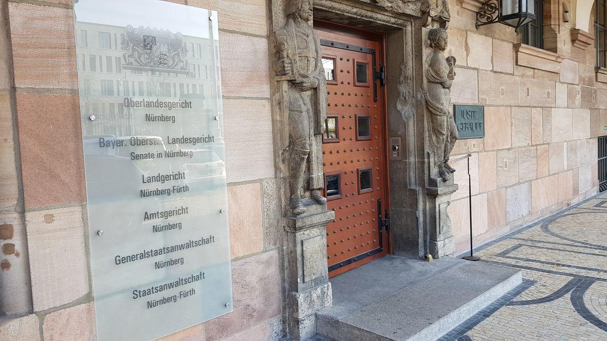 Eingang zum Justizgebäude in Nürnberg (Symbolbild)