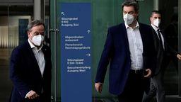 Armin Laschet und Markus Söder am 11. April 2021 in Berlin | Bild:Reuters/Tobias Schwarz/