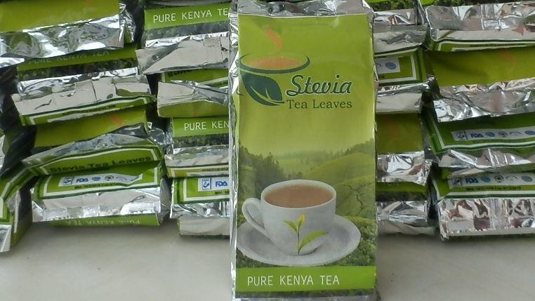 """32 grüne Päckchen mit der Aufschrift """"Pure Kenya Tea"""""""