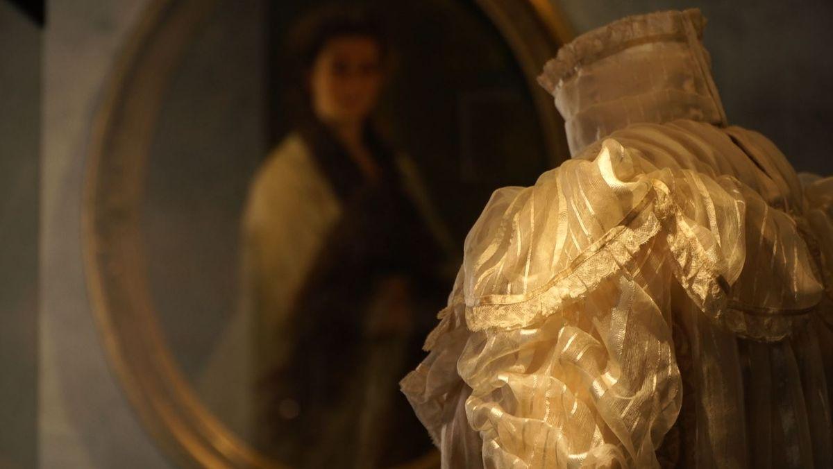 Bild von Sisi Kleid und Sisi Portrait