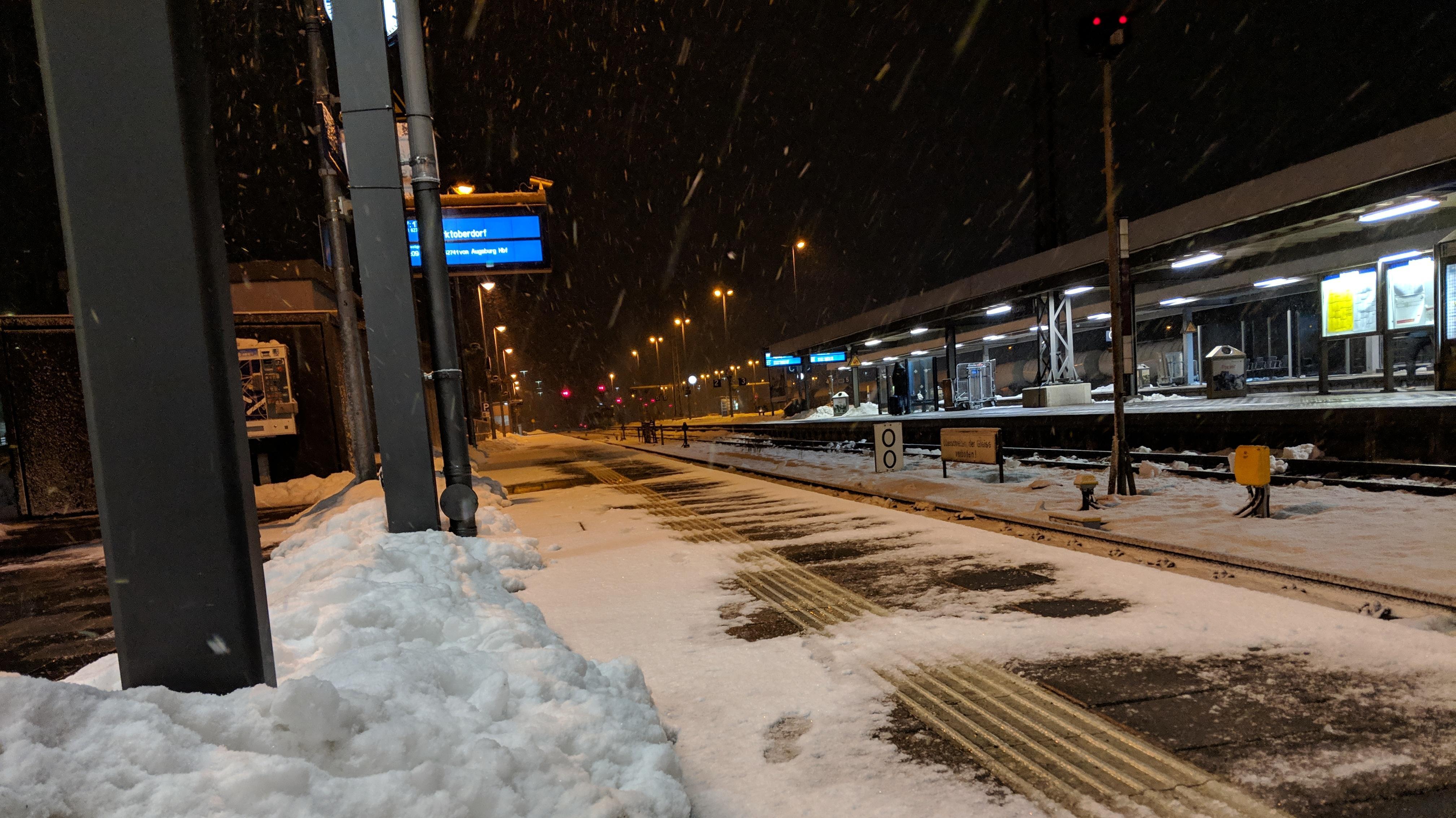 Schneefall am Bahnhof Buchloe