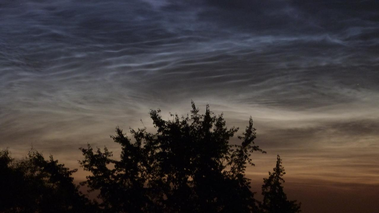 Leuchtende Nachtwolken in der Nacht vom 3. auf den 4. Juli 2014 über Witten im Ruhrgebiet