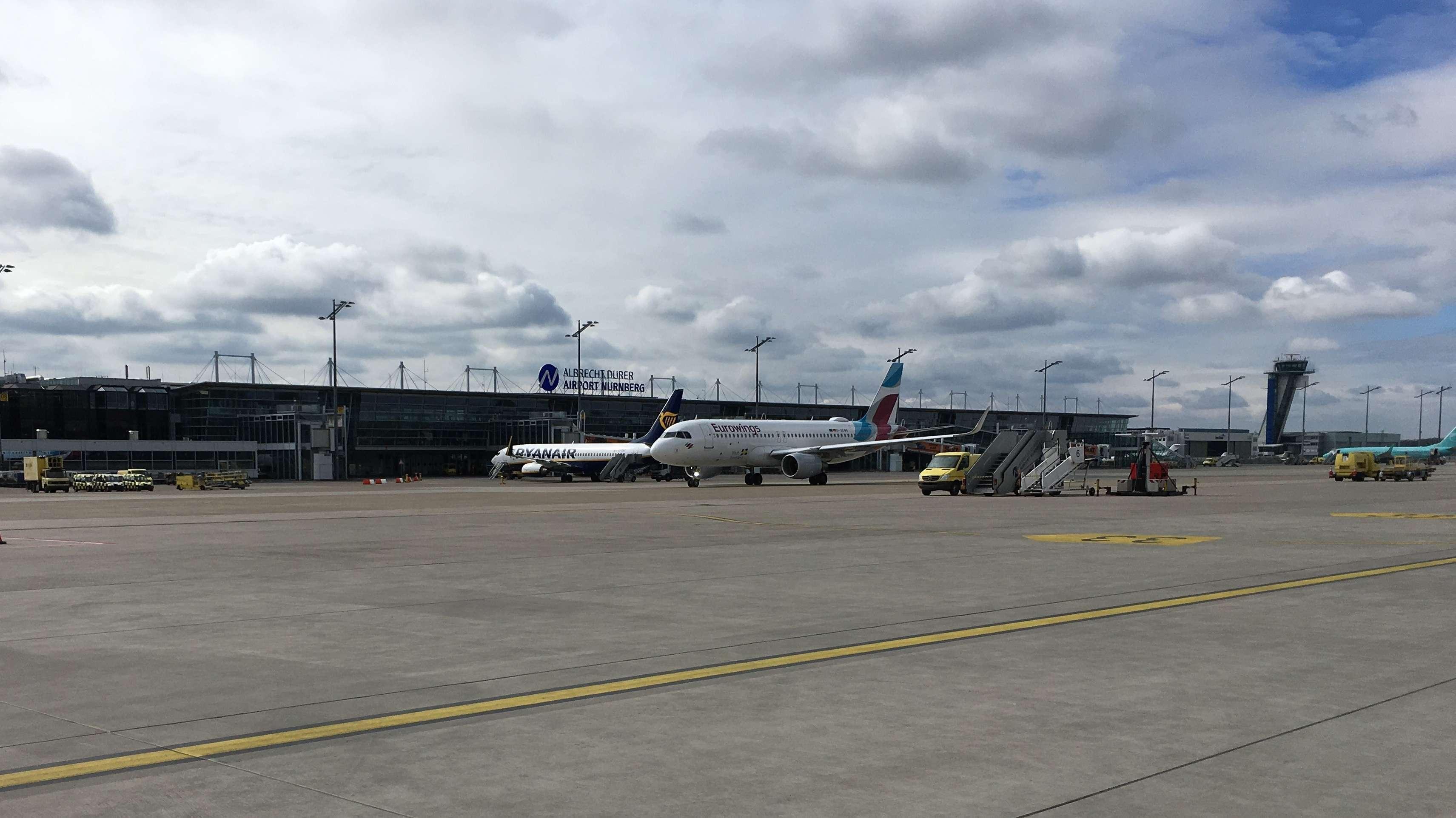 Flugzeug am Nürnberger Flughafen
