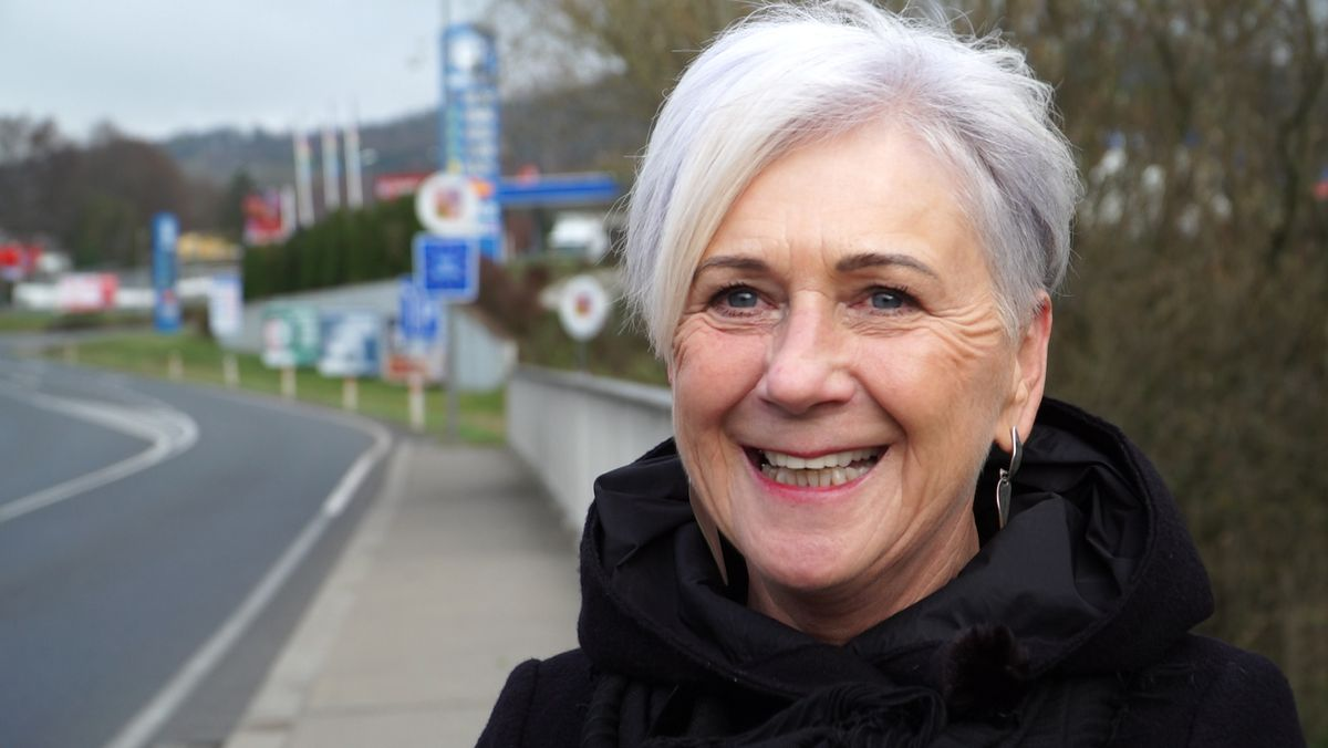 Porträt von BR-Journalistin Heidi Wolf.