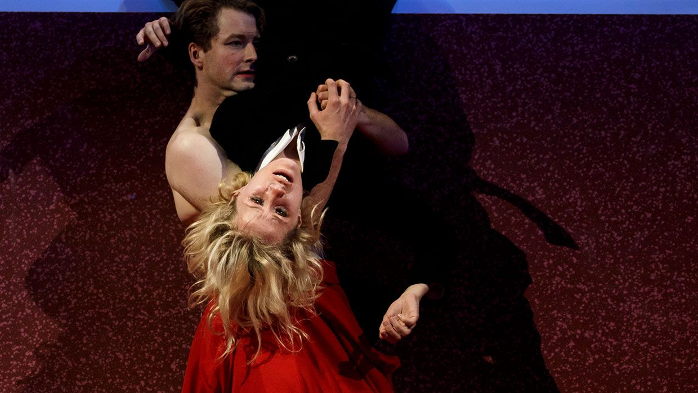 "Pauline Kästner und Maximilian Pulst in ""Nora"" am Staatstheater Nürnberg"