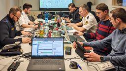 Twittermarathon bei der Polizei Mittelfranken | Bild:BR-Studio Franken/Henry Lai
