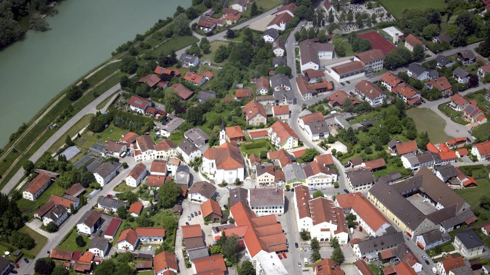 Marktl am Inn von Oben (Symbolbild) | Bild:picture alliance / blickwinkel/Luftbild Bertram