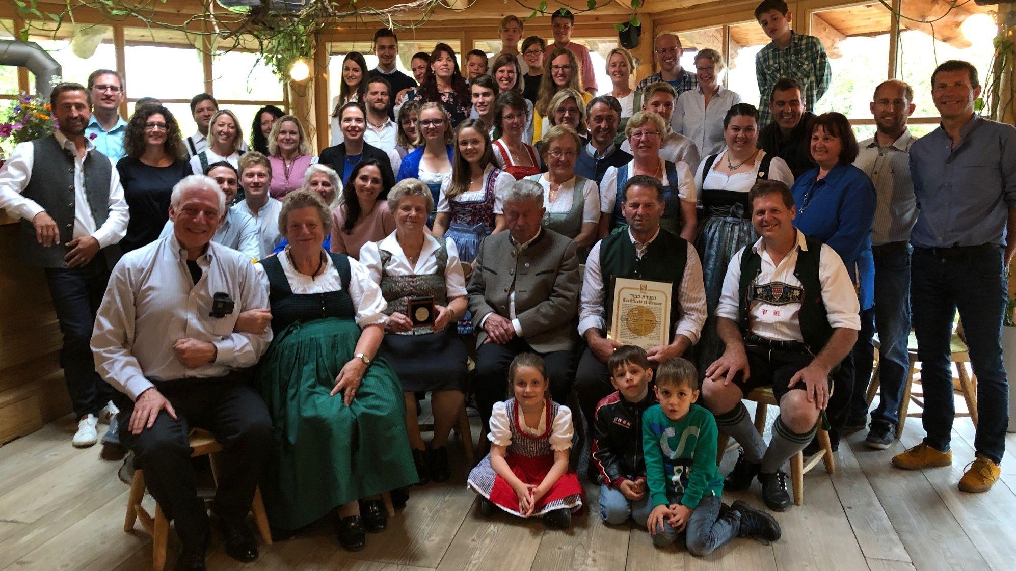 Gruppenbild mit den Familienmitgliedern der Köhlndorfners und Gleitmans aus den USA.