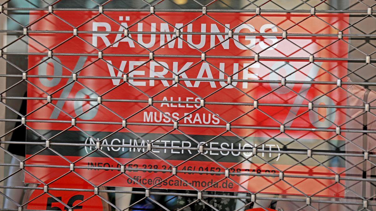 """Rollgitter mit """"Räumungsverkauf"""""""