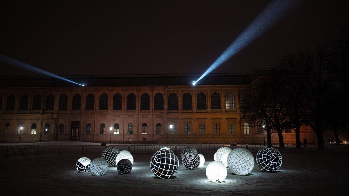 Lichtinstallation im Münchner Museumsviertel.