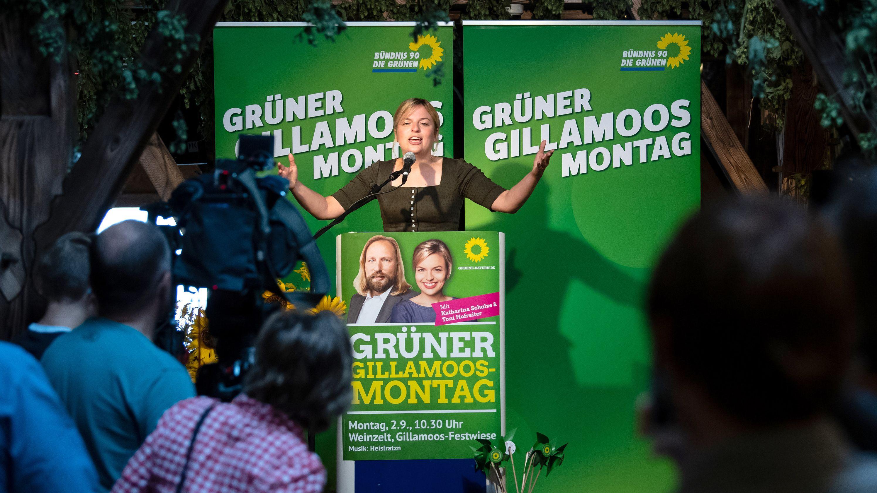Katharina Schulze (Die Grünen) beim Gillamoos in Abendsberg