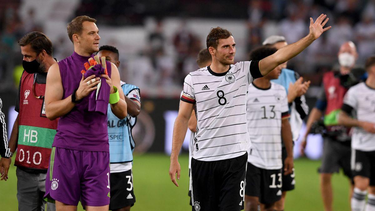 WM-Qualifikation, Deutschland - Armenien 05.09.2021, Jubel nach dem Spiel, Torwart Manuel Neuer (links) und Leon Goretzka.