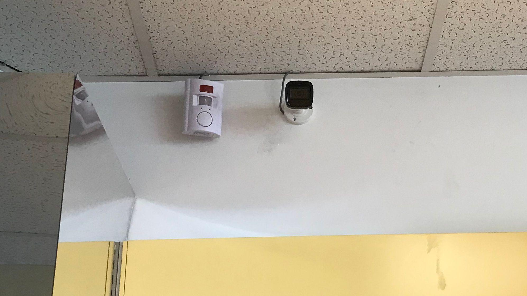 Überwachungskamera in Tankstelle