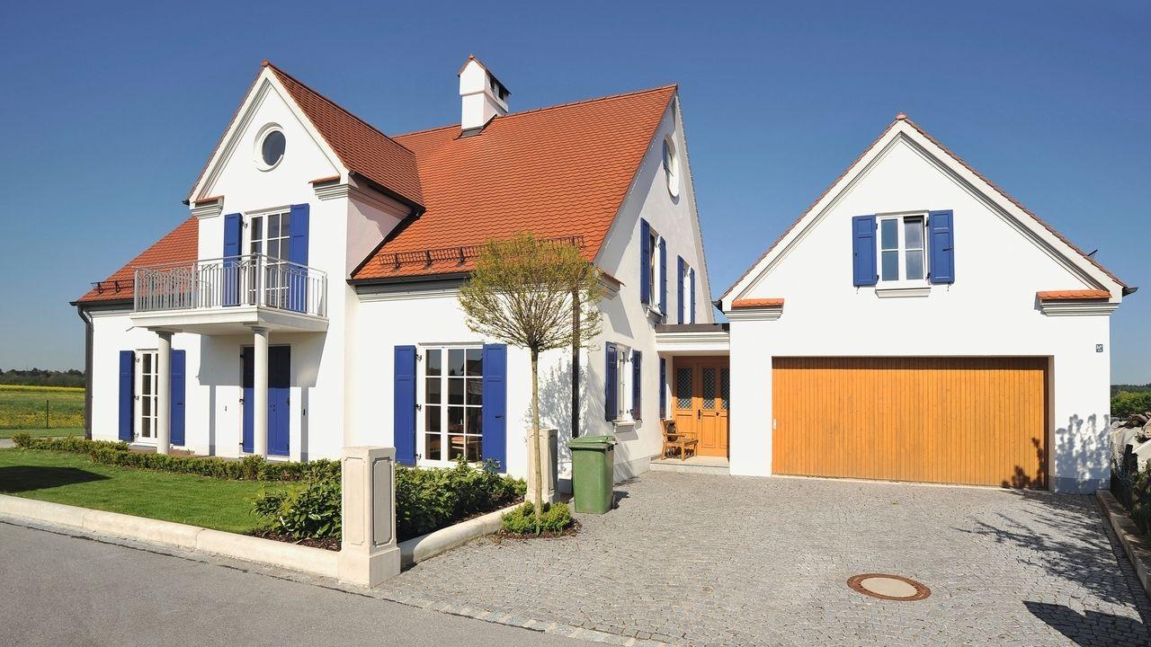 Ein Einfamilienhaus auf dem Land.