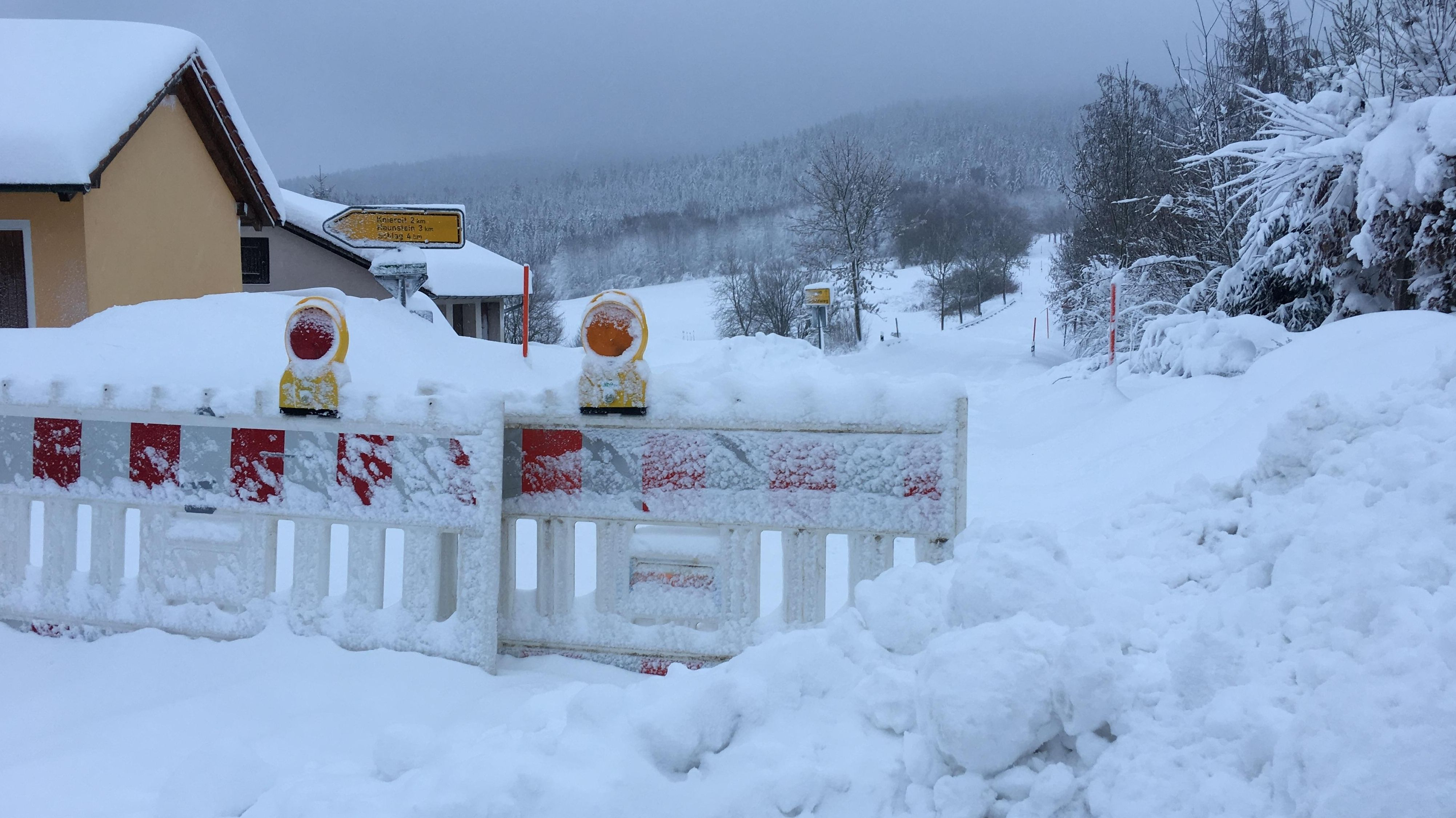 Straßensperrung wegen Schneeverwehungen im Kreis Freyung-Grafenau