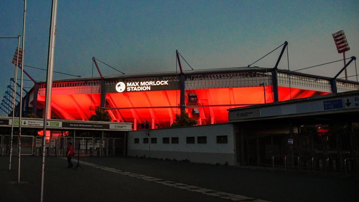 Auch das Nürnberger Max-Morlock-Stadion war bei der Night of Light mit von der Partie