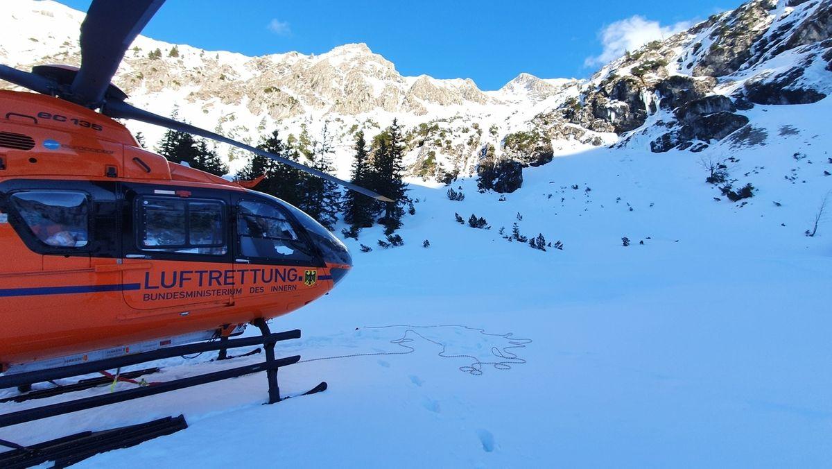 Hubschrauber bei Bergwacht-Einsatz am Gaisalpsee