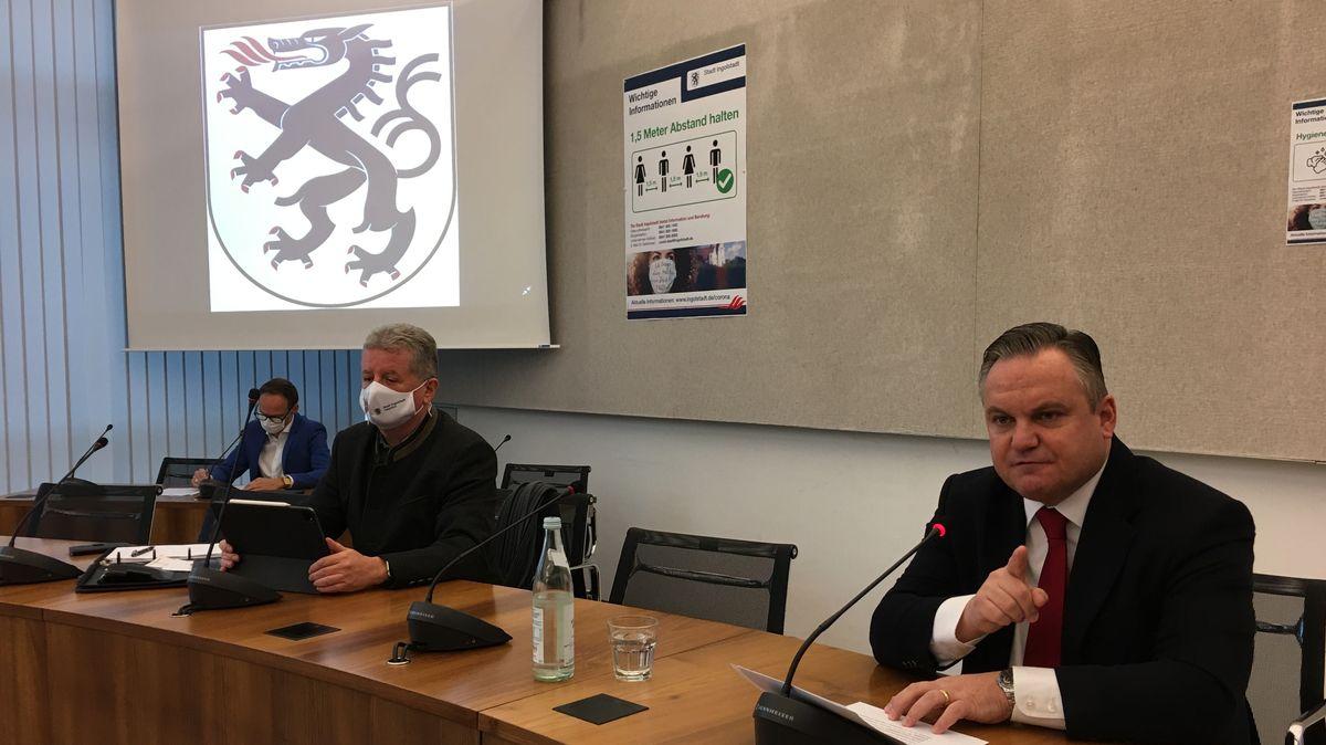 Ingolstadts Oberbürgermeister Christian Scharpf (rechts im Bild) rechnet bis zum Jahr 2024 mit 140 Millionen Euro Schulden.
