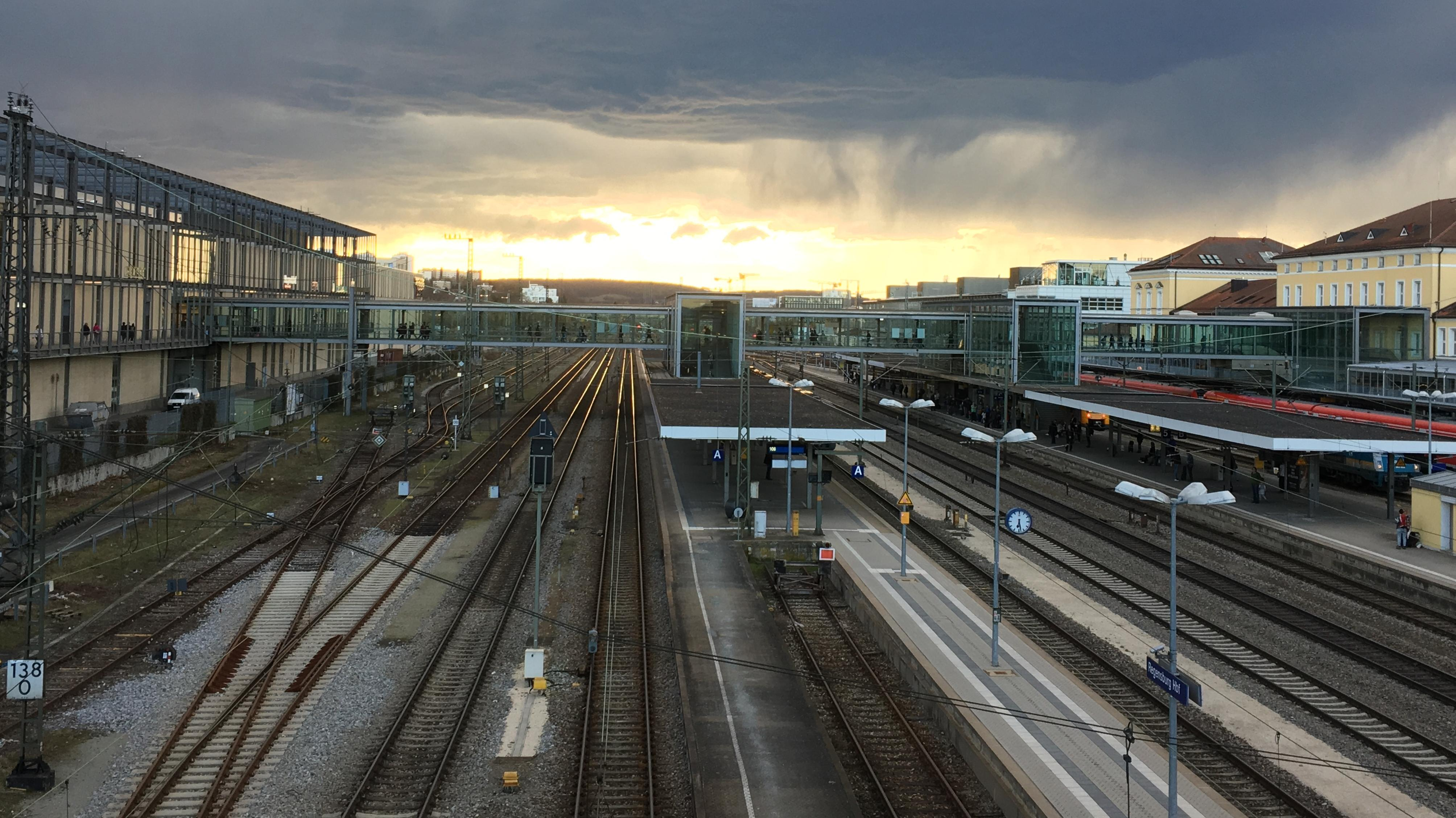 Unwetter über dem Regensburger Hauptbahnhof