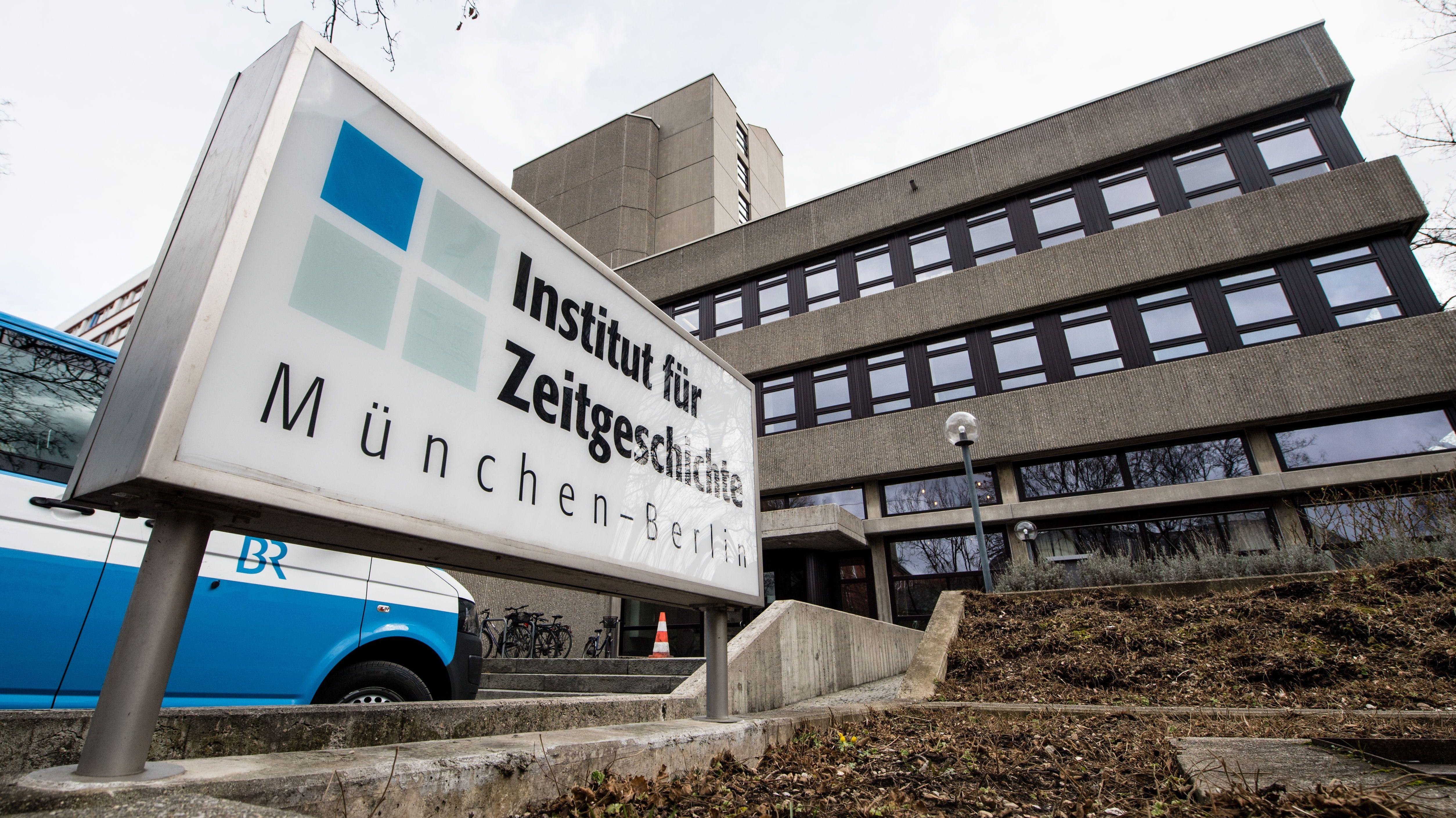 Die Fassade des Instituts für Zeitgeschichte in München