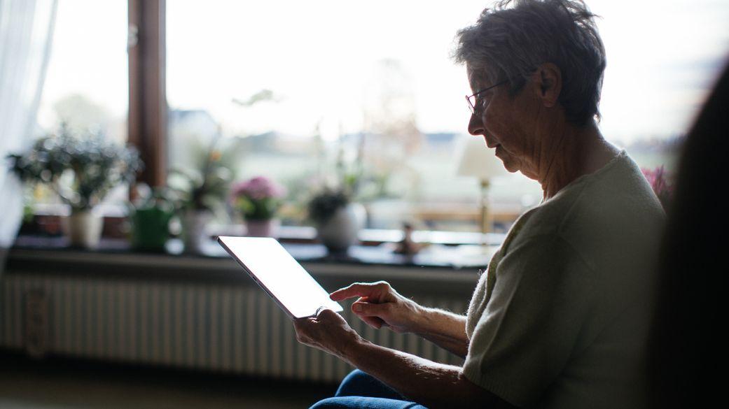Viele Menschen über 70 sind nicht an die digitale Welt angeschlossen.