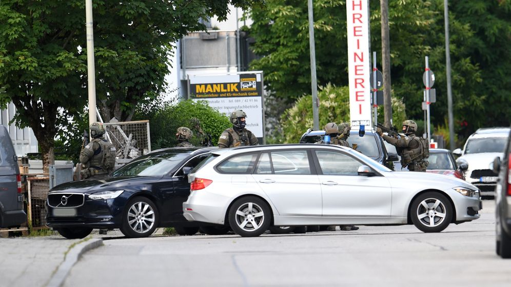 SEK-Einsatz in Aschheim: Die Polizei gibt Entwarnung. | Bild:dpa-Bildfunk