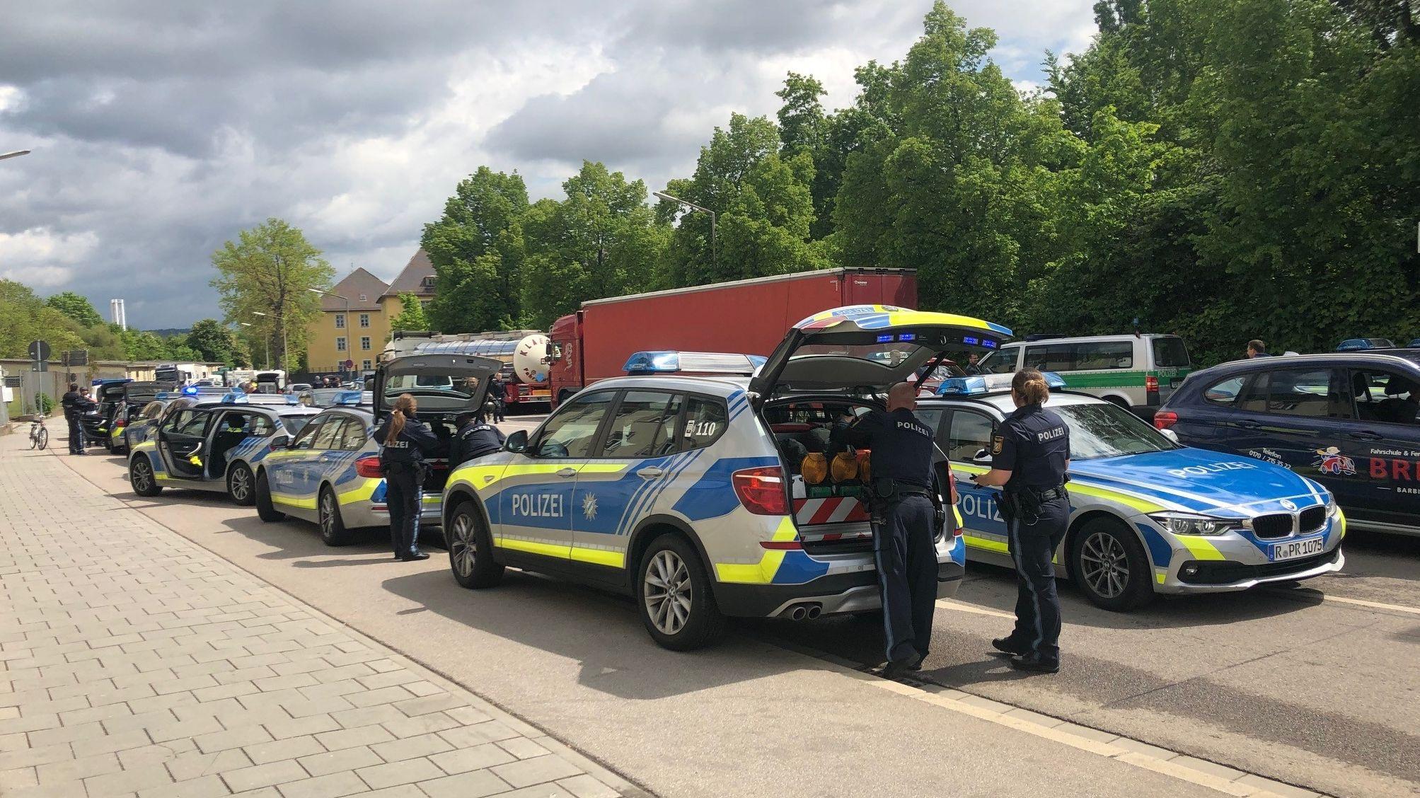 Großaufgebot der Polizei Regensburg