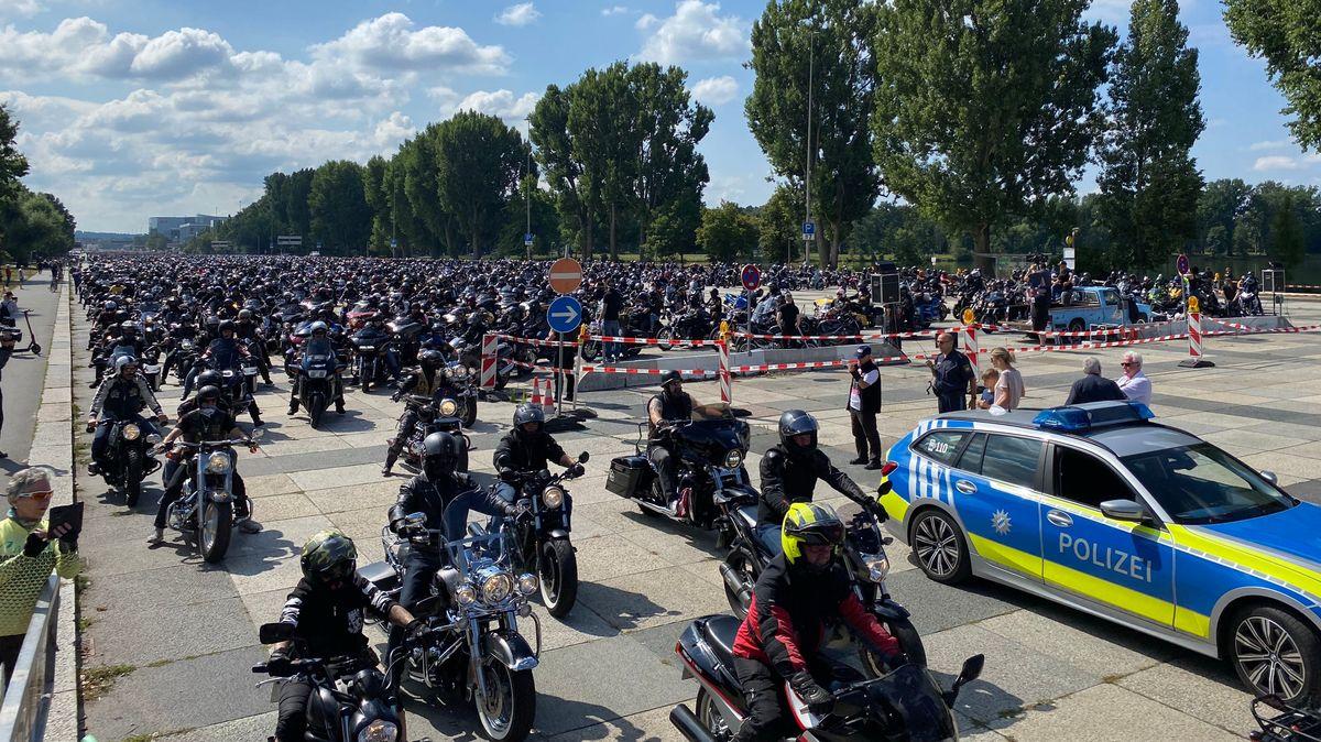 Rund 6.000 Motorradfahrer hatten sich am Samstagmittag in Nürnberg zu einer Demonstration versammelt.