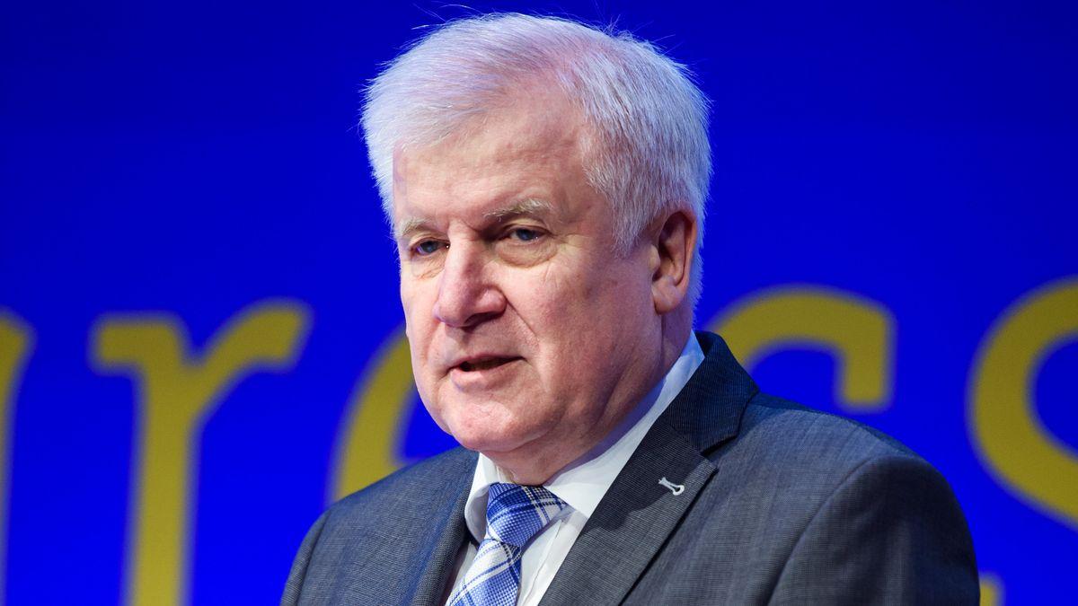 Horst Seehofer (CSU), Bundesminister des Innern, für Bau und Heimat, spricht während des 25. Europäischen Polizeikongress am 04.02.2020 in Berlin zu den Teilnehmern.
