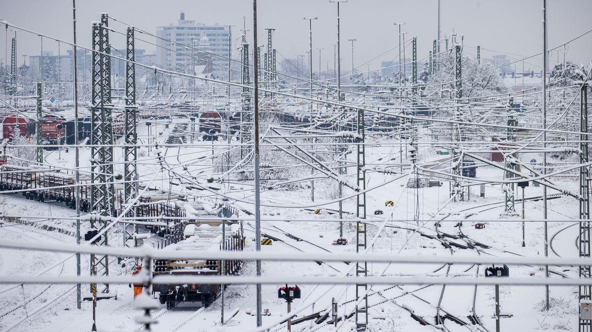 Verschneite Gleise in Nürnberg