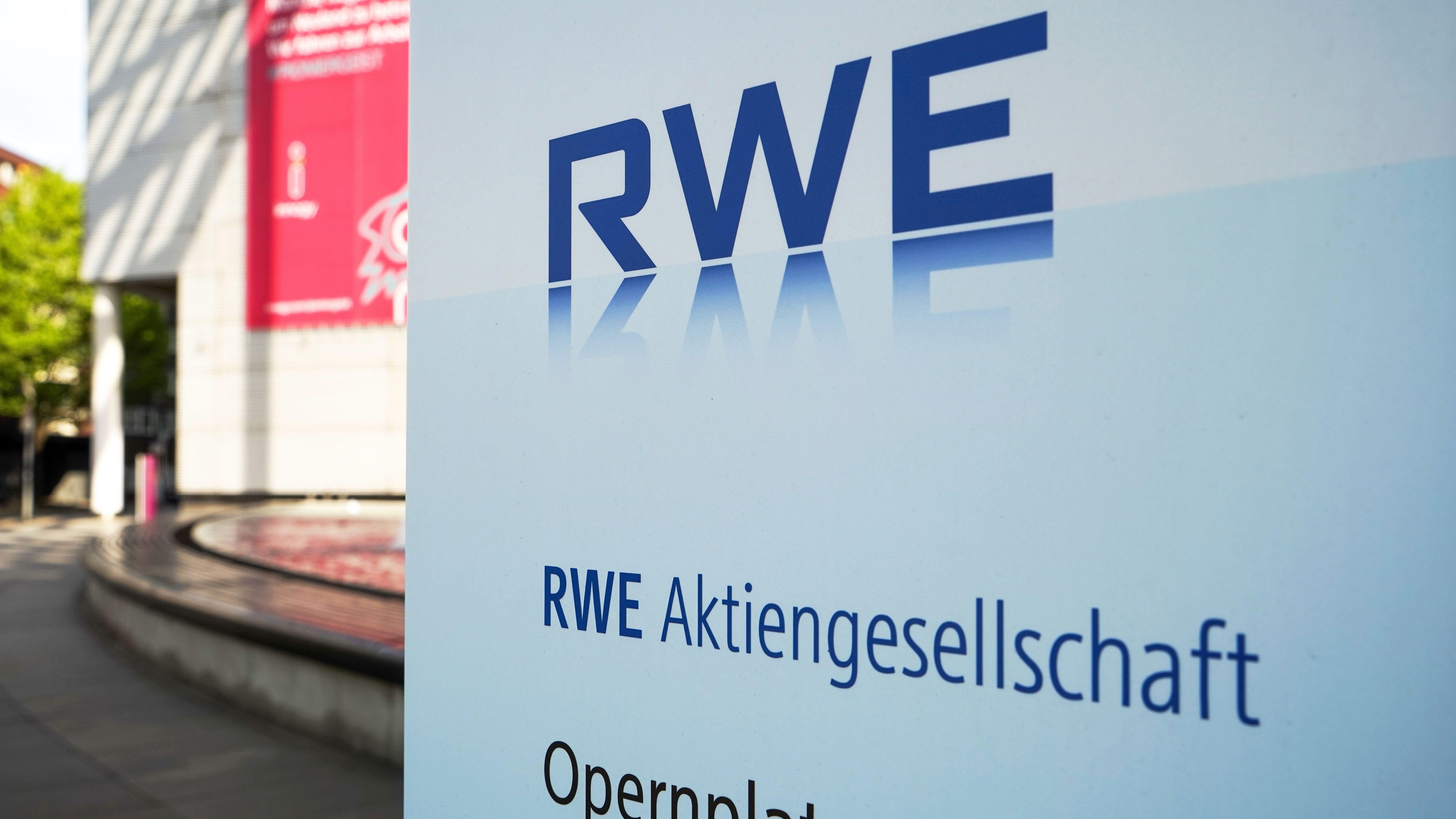 RWE Schild vor Hauptverwaltungsgebäude