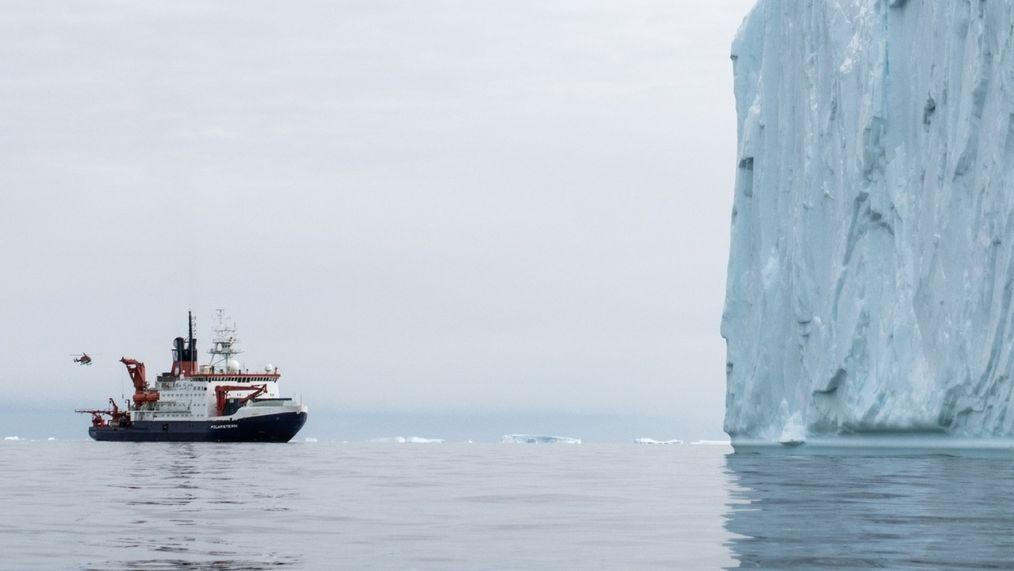 """Das deutsche Forschungsschiff """"Polarstern"""" fährt in der Pine-Island-Bucht in der Westantarktis."""