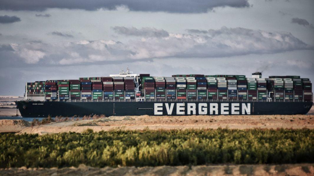 Nach der tagelangen Blockade des Suezkanals mit hohen wirtschaftlichen Schäden will Ägypten die wichtige Wasserstraße erneut erweitern.
